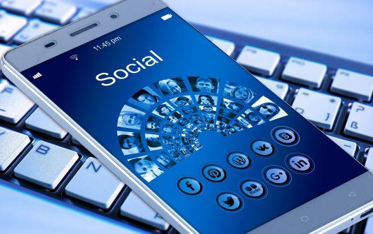 Comment Facebook influence-t-il le comportement d'achat des consommateurs?